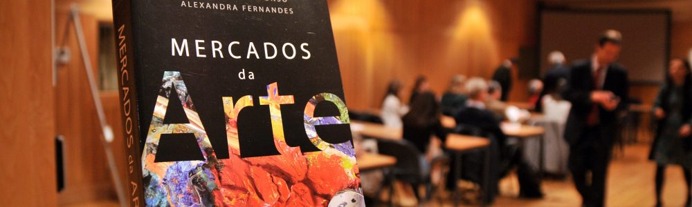 A sessão de apresentação do livro Mercados de Arte, da autoria de Luís Urbano Afonso e Alexandra Fernandes, teve lugar no auditório SIlva Leal do ISCTE-IUL, a 26 de novembro de 2019.rFotografia de Hugo Alexandre Cruz.